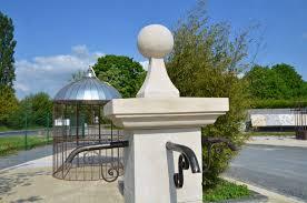 fontaine en pierre naturelle fontaine de jardin en pierre naturelle bca matériaux anciens