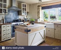 country kitchen with island belfast sink stock photos u0026 belfast sink stock images alamy