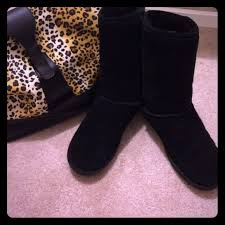 bearpaw womens boots size 9 black paw boots size 9 suede exterior with sheepskin wool