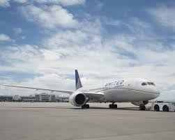 United Airlines Checked Baggage Fee by United Airlines U0027 New Plan For Overbooking Won U0027t Leave You Stranded