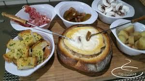 cuisiner un mont d or fondue au mont d or et vin blanc toc cuisine fr