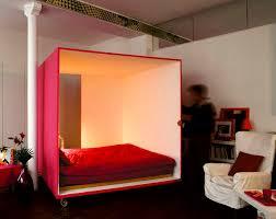 chambre mobile comme sur des roulettes cubes baguette magique et jouer de