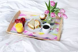 how to diy a valentine u0027s day breakfast in bed tray brit co
