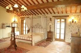 letto matrimoniale a baldacchino legno offerta 2 giugno ad assisi villa privata 9 persone con piscina