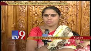 In Laws House by Woman Stages Protest In Front Of In Laws U0027 House In Vijayawada
