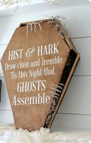15 spooktacular outdoor halloween decorations jpg 18 best halloween front door display images on pinterest