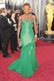 84th academy awards red carpet viola davis goes natural u0026 emerald