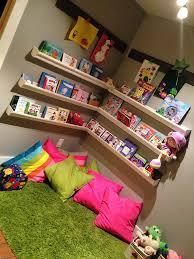 coin lecture chambre dans le ventre de maman coin lecture pour enfant deco chambre