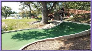 getting lucky hole in one at a nashville mini golf course the