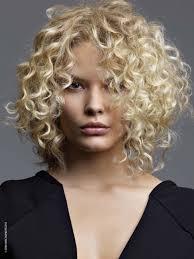 cheveux bouclã s coupe coupe de cheveux bouclés coupes de cheveux