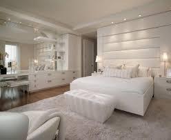 chambre a coucher parentale photo de chambre parentale 7 deco lit estrade bois etageres