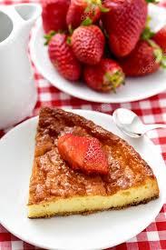 jeux de aux fraises cuisine gateaux gâteau au fromage maison et fraises sur une table de jeu