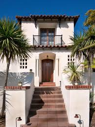 Spanish Colonial House by Spanish Colonial Revival Offers Space For Year Round Entertaining