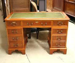 bureau en anglais chaise de bureau anglais bureau anglais dessus cuir vert 320 eur