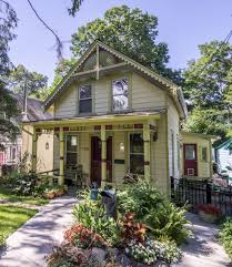 campwoods cutie a victorian style cottage with 850 square feet