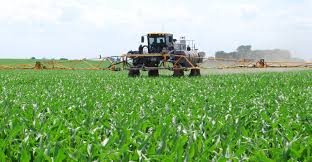avoid pesticide drift during 2017 spraying season wallaces farmer