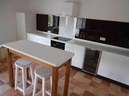 credence cuisine blanc laqué cuisines modernes laqué blanc brillant plan acrylique