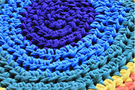 How To Make T Shirt Yarn Rug Reuse Your Old Laundry
