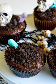 halloween graveyard cupcakes simple sojourns