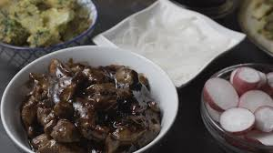 cuisine r up pieces of chicken breast in teriyaki sauce broccoli and radish