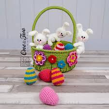 plush easter baskets ravelry bunnies easter basket pattern by carolina guzman