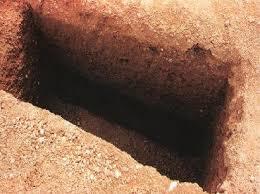 أول سراج لك في قبرك