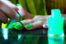 make homemade glowing nail polish