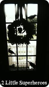 feather boa halloween wreath 2 little supeheroes2 little supeheroes