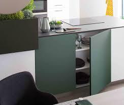 cuisine gris et vert cuisine moderne et design ouverte grise ambiance aromatique mobalpa