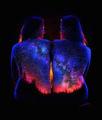 cool light up things this landscape body art lit up by black light is insanely cool