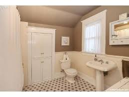 bungalow bathroom ideas 86 best bungalow bathrooms images on bungalow bathroom