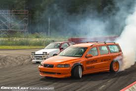 volvo v70 epic tandem battle between a volvo v70 and a trueno