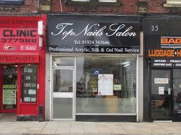 top nails salon nail technicians yell