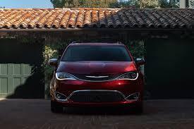 pacifica 2017 la minivan de lujo de chrysler debuta también en