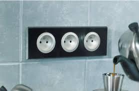 bloc prise electrique cuisine prise usb plan de travail solutions connectique de bornes de prises