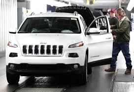 modified jeep cherokee fiat chrysler reports 29 rise in operating profit fortune