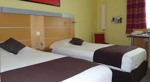 chambre avignon hôtel avignon chambres triples rénovées en 2010