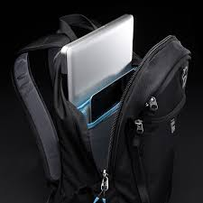 amazon 10 inch tablet black friday amazon com thule enroute strut daypack for 15 inch macbook pro