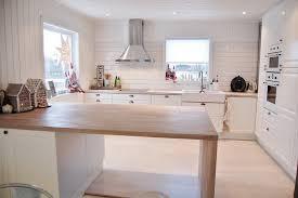 catelles cuisine carrelage métro blanc dans la cuisine et la salle de bains
