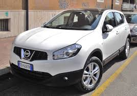 nissan car white file 2010 nissan qashqai white jpg wikimedia commons