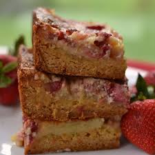 strawberry gooey butter cake small town woman