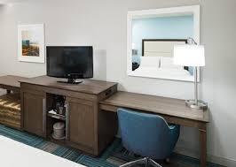 Room With Desk Hampton Inn San Diego Downtown Hotel Rooms