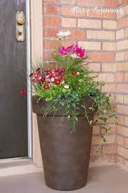 Plant Combination Ideas For Container Gardens Tips For Planting Larger Pots Bhg Home Contributor