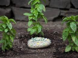 Garden Stone Craft - easy diy projects for beautiful garden accents decorative garden