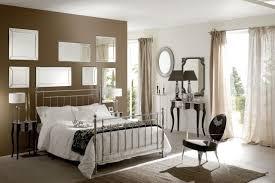 idee de decoration pour chambre a coucher decoration idées déco chambre coucher taupe miroirs mur 30 idées