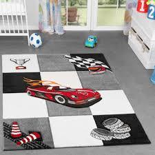 teppich kinderzimmer junge kinderzimmer teppich karo für jungen auto model finish grau creme