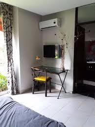 bureau 2 places chambre climatisée et cosy avec un lit de 2 places un bureau une