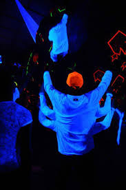 black light party clothes psychedelia blacklight costumes what glows and what doesn t