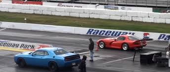dodge challenger vs viper dodge challenger hellcat drag races built viper no photo finish