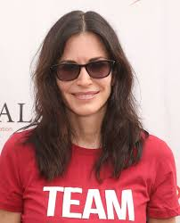 hairstyles for hair just past the shoulders courteney cox medium wavy cut courteney cox looks stylebistro